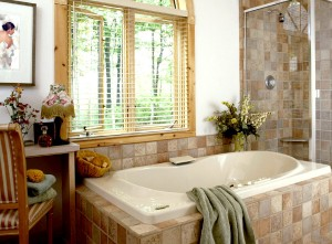 фото Окно в ванной комнате как обустроить и украсить?!